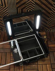 حقيبة مكياج واكسسوارات بإضاءة ومرايا بالكهرباء