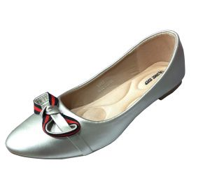 حذاء نسائي فلات  بلون فضي لماع