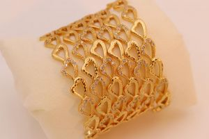 اكسسوار نسائي بناجر مطلي شكل قلب (أربع قطع)